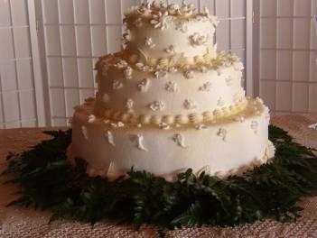 Icing Daisies and Starflowers wedding cake