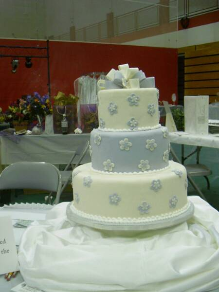 WEdding cake fondant bow & flowers